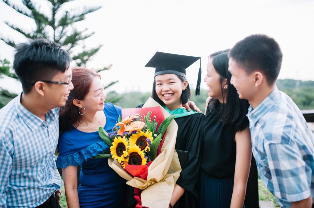 malaysia-lifestyle-graduation-family-outdoor