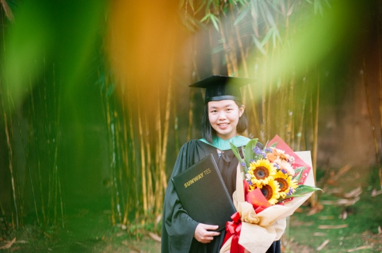malaysia-lifestyle-graduation-family-outdoor