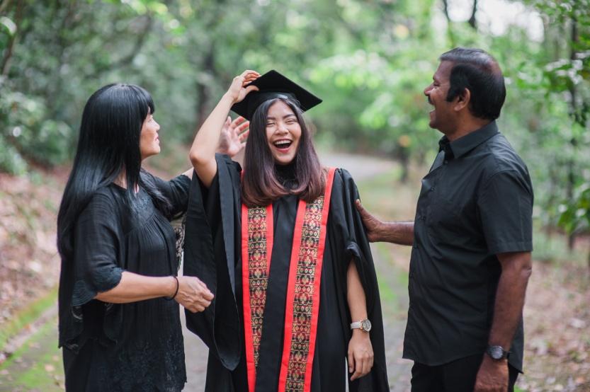 malaysia-singapore-kuala-lumpur-graduation-family-outdoor-casual-photographer
